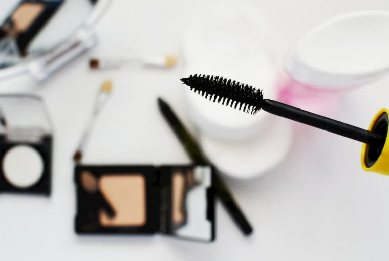 Two mascaras to highlight your eyes